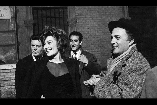 Sur les tournages du maestro (à droite sur la photo), l'ambiance est au rire et à la légèreté.
