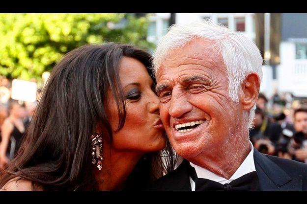 Jean-Paul Belmondo et sa compagne Barbara Gandolfi lors d'un hommage au Festival de Cannes en 2011.