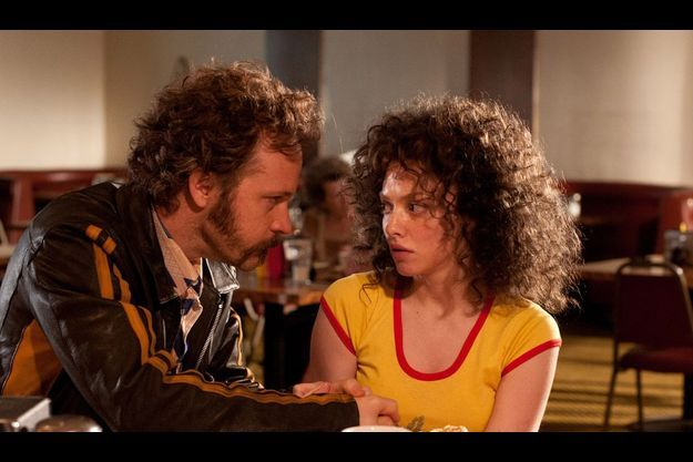 "Peter Sarsgaard et Amanda Seyfried dans ""Lovelace""."