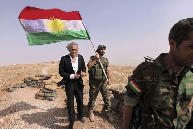 Le 31 août 2015. BHL est au Kurdistan. Le drapeau peshmerga flotte sur le mont Zartik, au nord-ouest de Mossoul.