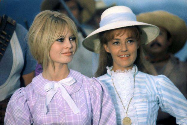 Brigitte sur le tournage de Viva Maria, avec Jeanne Moreau.