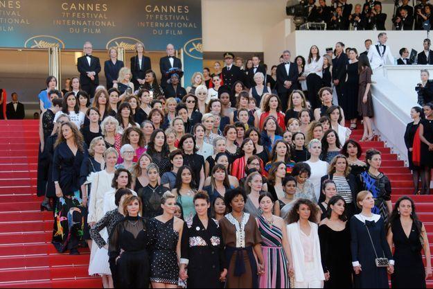 Les 82 personnalités internationales du cinéma, toutes des femmes, sur les marches du Palais des Festival.