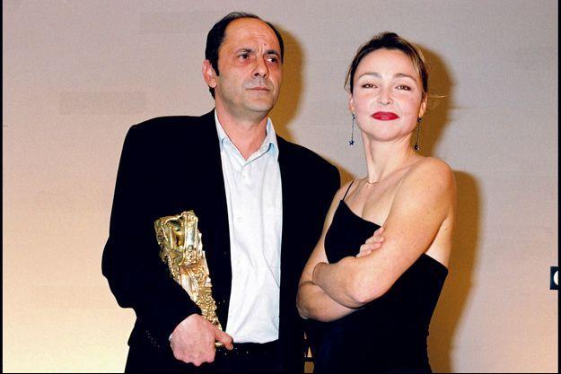 Avec l'actrice en 1998. Il remporte alors le César du meilleur second rôle pour «On connaît la chanson», d'Alain Resnais.