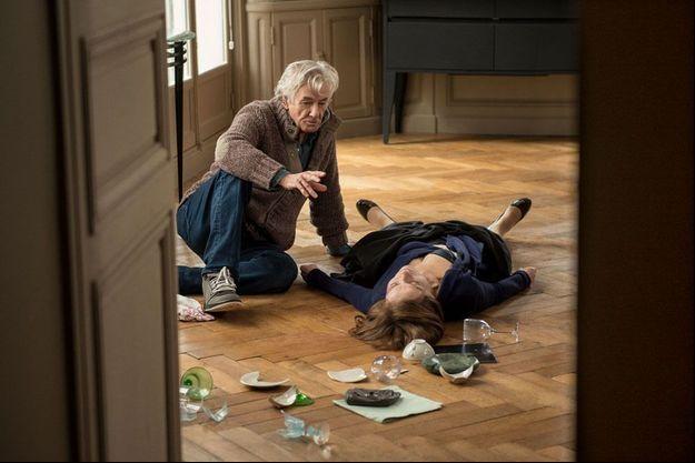 """Paul Verhoeven et Isabelle Huppert sur le tournage d'""""Elle""""."""
