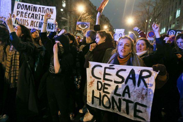 Des manifestantes protestent à la sortie des César à Paris le 28 février 2020
