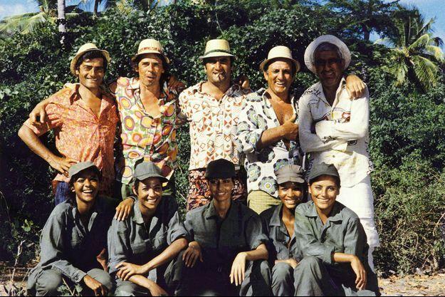 """Lino Ventura (deuxième à droite) dans """"L'Aventure c'est l'aventure"""" de Claude Lelouch."""
