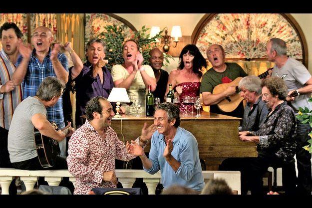Patrick Timsit et Richard Anconina avec les chanteurs toujours populaires des eighties. Ci-dessous : PatrickTimsit et Jean Schultheis. La décoiffante Desireless relookée par Franck Provost.