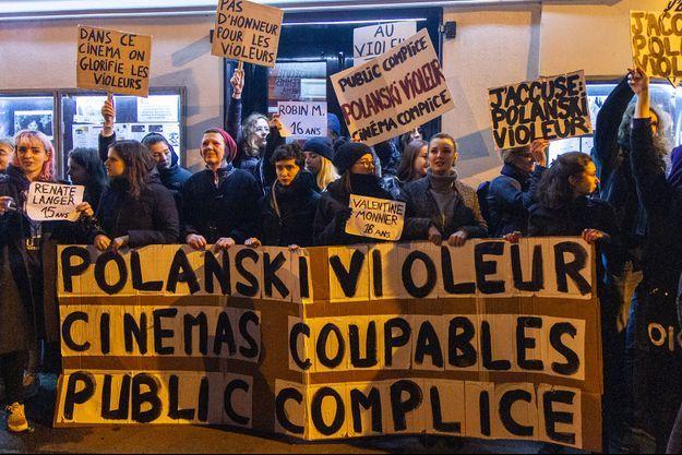 Des féministes devant le cinéma Le Champo, à Paris, le 12 novembre.