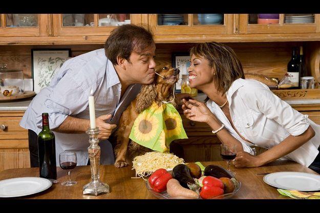 Dans leur cuisine de Montmartre Didier et Marie Sandra ont mis du temps à se rejoindre. Mais, depuis six ans, c'est l'union parfaite. « Personne ne m'a jamais autant fait rire », dit-elle.