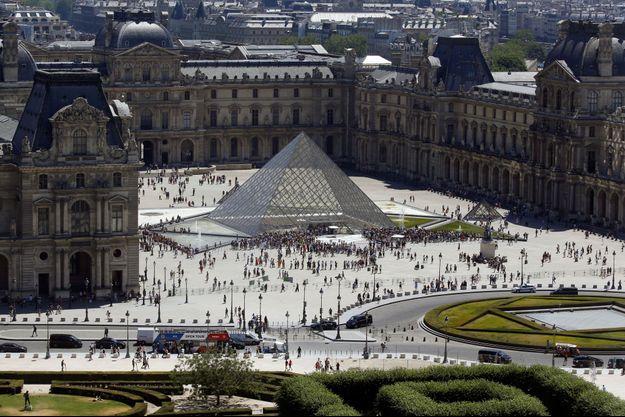 La pyramide du Louvre.