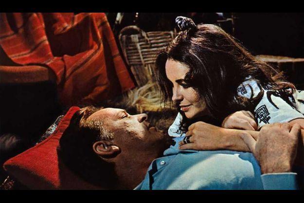 """Elizabetth Taylor et Richard Burton dans """"Le Chevalier des sables""""."""