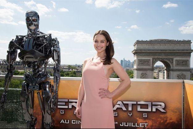 Emilia Clarke à Paris lors de la promotion du film.