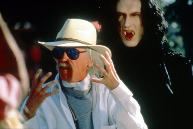 """John Carpenter sur le tournage de """"Vampires""""."""