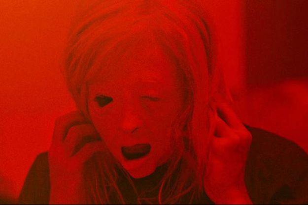 "Andrea Riseborough dans""Possessor"" de Brandon Cronenberg."
