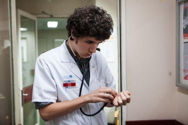 """Vincent Lacoste est un jeune interne dans """"Hippocrate""""."""