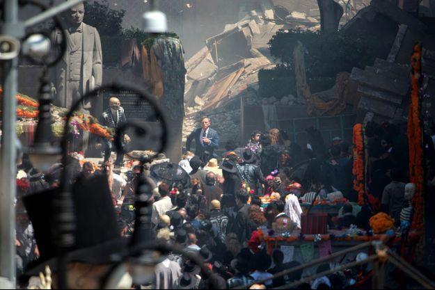 """Daniel Craig sur une scène du tournage de """"SPECTRE"""" à Mexico."""