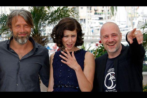 Mads Mikkelsen, Anna Mouglalis et Jan Kounen à Cannes.