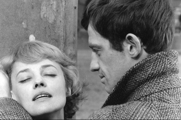 """Jeanne Moreau et Jean-Paul Belmondo dans Jean-Paul Belmondo dans """"Moderato Cantabile""""."""