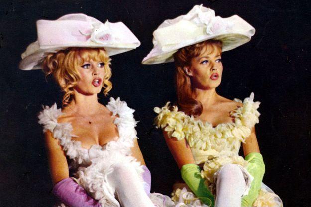 """Brigitte Bardot et Jeanne Moreau dans """"Viva Maria"""" de Louis Malle."""
