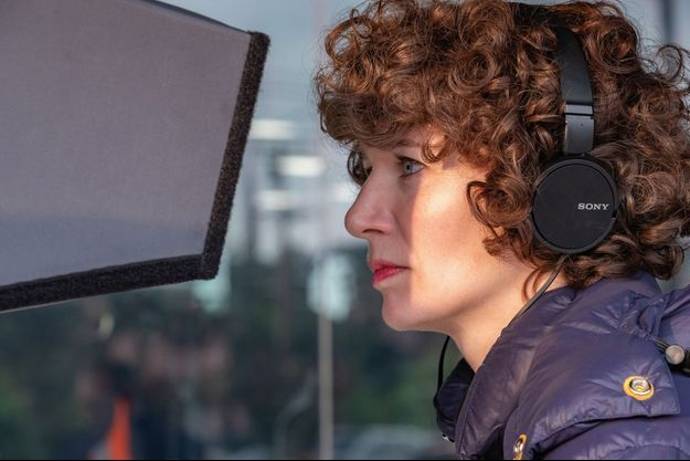 "Miranda July sur le tournage de ""Kajillionaire""."