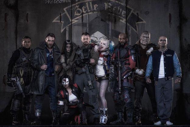"La bande de ""Suicide Squad"", avec de gauche à droite : Slipknot (Adam Beach), Captain Boomerang (Jai Courtney), Enchantress (Cara Delevingne), Katan (Karen Fukuhara), Rick Flagg (Joel Kinnaman), Harley Quinn (Margot Robbie), Deadshot (Will Smith), Killer Croc (Adewale Akinnuoye-Agbaje) et El Diablo (Jay Hernandez)."