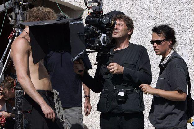 """Patrick Grandperret sur le tournage de """"Meurtrières""""."""