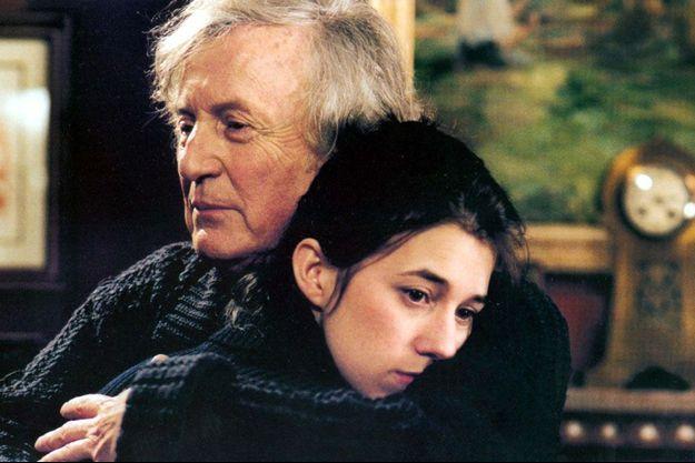 """Claude Rich et Charlotte Gainsbourg dans """"La Bûche""""."""
