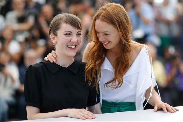 """Léonor Serraille et l'actrice de """"Jeune Femme"""" Laetitia Dosch lors du Festival de Cannes."""