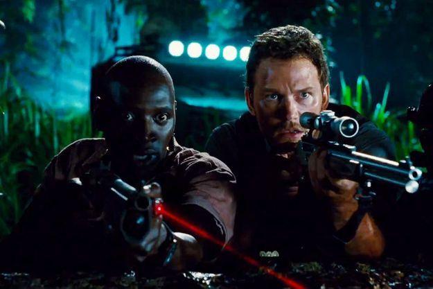 """Omar Sy et Chris Pratt dans """"Jurassic World""""."""