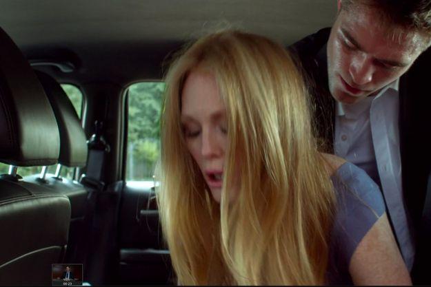"Robert Pattinson et Julianne Moore dans ""Maps To The Stars""."