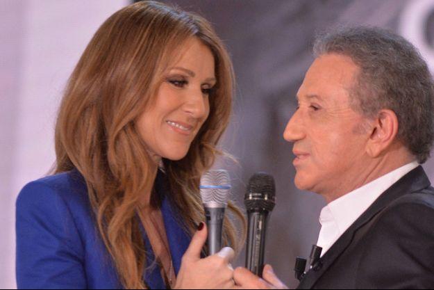 """Céline Dion et Michel Drucker en novembre 2013 sur le plateau de """"Vivement Dimanche""""."""