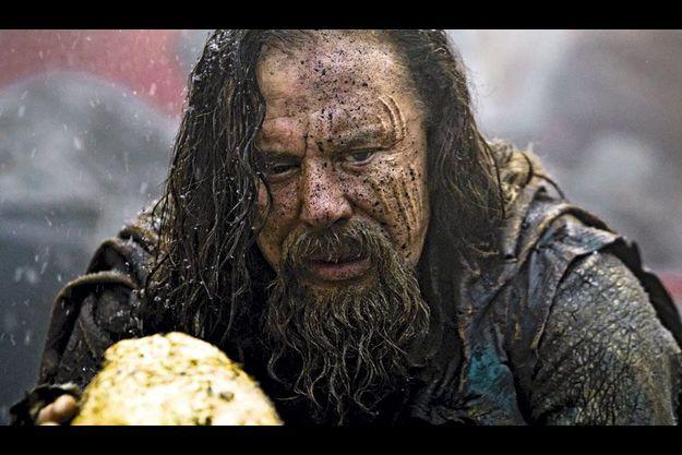 Le roi Hypérion (Mickey Rourke) trouve sur son parcours le jeune Thésée (Henry Cavill).