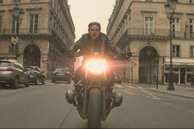 Tom Cruise lors d'une course-poursuite tournée à Paris.