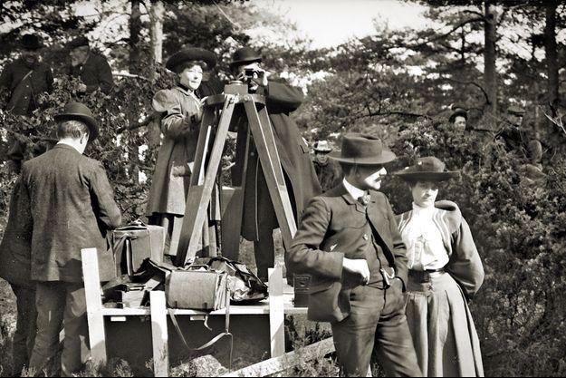 Alice Guy-Blaché (au centre) sur un tournage