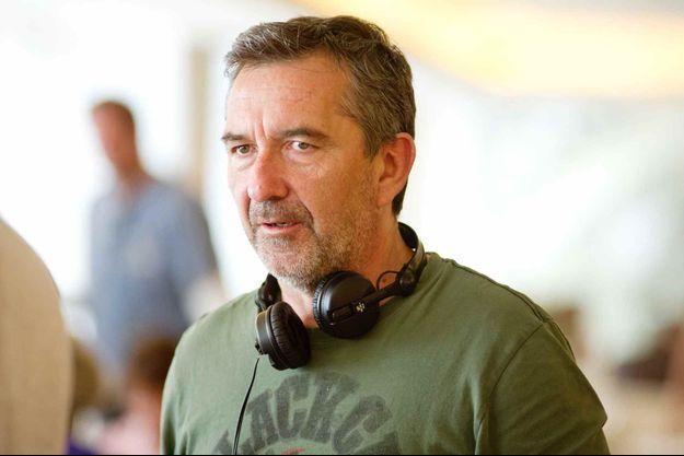 """Pascal Chaumeil sur le tournage d'""""A Long Way Down""""."""