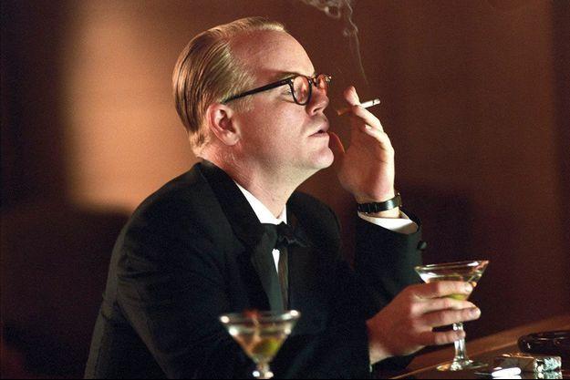 Philip Seymour Hoffman dans la peau de Truman Capote, pour son premier grand rôle dans le film de Bennett Miller, en 2005.