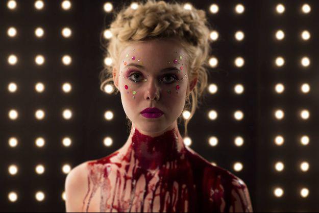 """Elle Fanning en sang dans """"The Neon Demon"""" de Nicolas Winding Refn"""