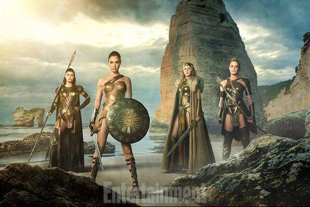 """Première photo officielle de """"Wonder Woman"""", avec Robin Wright sur la droite."""
