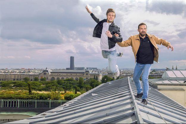 Rod et Alban, deux acteurs qui jouent sans filet sur le toit de l'hôtel Meurice (Paris Ier), le 10 juin.