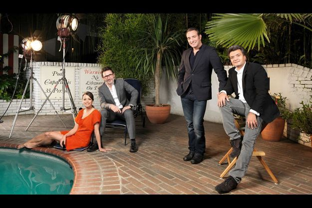 13 janvier, deux jours avant les Golden Globes L'équipe de « The Artist » au bord de la piscine du Chateau Marmont à Beverly Hills. De g. à dr., Bérénice Bejo, le réalisateur Michel Hazanavicius, Jean Dujardin et Thomas Langmann, le producteur du film.