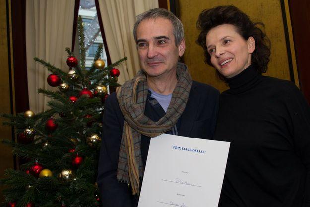Olivier Assayas et sa muse Juliette Binoche à la remise du prix Louis-Delluc.