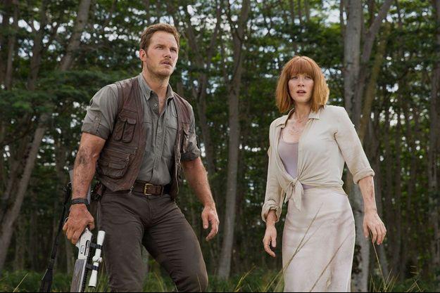 """Chris Pratt et Bryce Dallas Howard dans """"Jurassic World""""."""