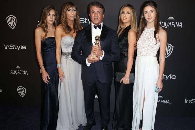Sylvester Stallone, entouré de sa femme et de ses filles après les Golden Globes.