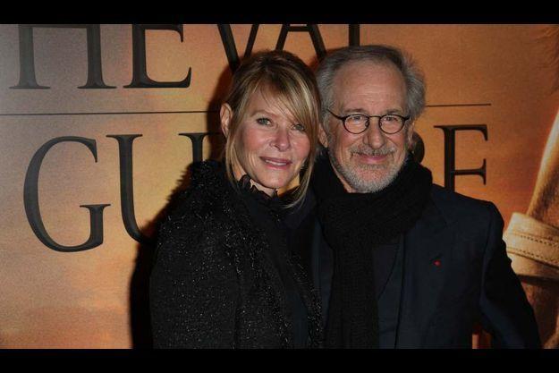 """Steven Spielberg et son épouse Kate Capshaw avant l'avant-première de """"Cheval de guerre"""", donnée à la Cinémathèque de Paris."""