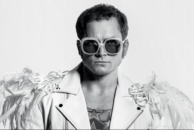 La rumeur veut qu'Elton John lui-même ait pris une photo de Taron, ci-dessus, dans le film pour un de ses propres portraits.
