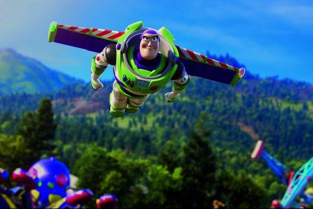 Buzz l'Eclair, toujours prêt à voler au secours de ses amis.
