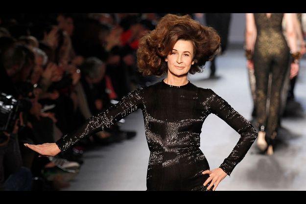 En mars dernier, Valérie Lemercier défilait pour la collection automne-hiver de Jean-Paul Gaultier.