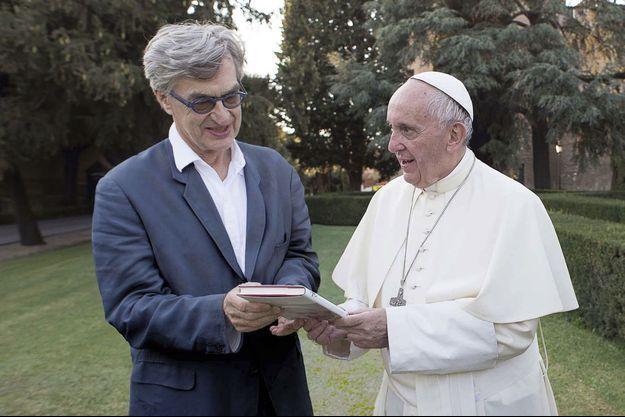 Wim Wenders et le pape François.