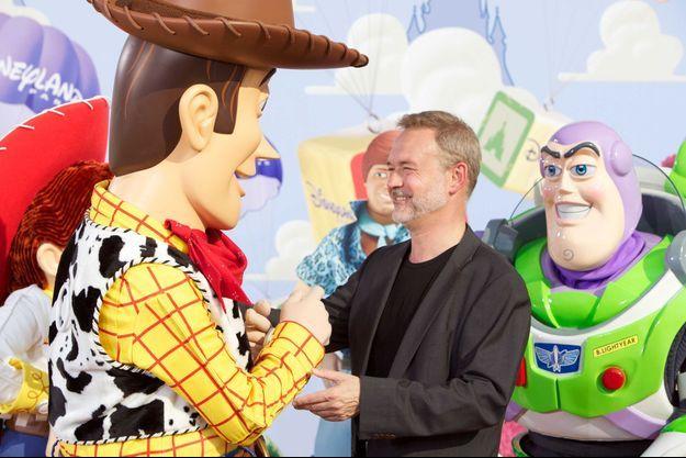 Jean-Philippe Puymartin face à Woody, à qui prête sa voix dans la version française de Toy Story.