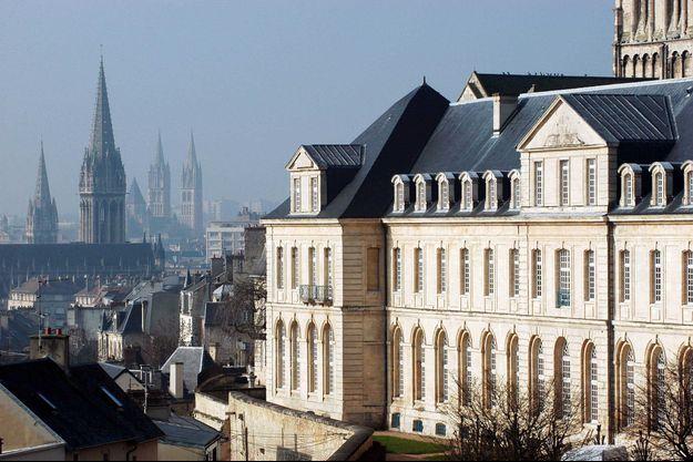 L'Abbaye aux Dames à Caen abrite le siège du Conseil régional de Normandie.